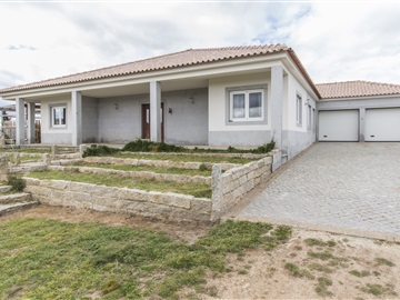 Detached house T3 / Almeida, Almeida
