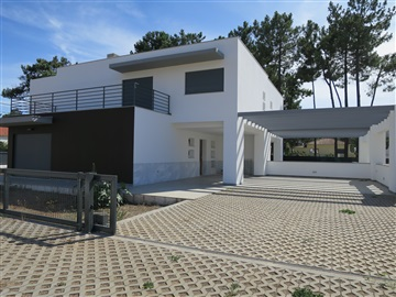Semi-detached house T3 / Almada, Aroeira