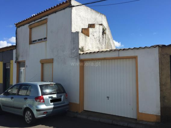 Semi-detached house T4 / Ponta Delgada, Arrifes