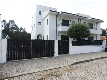 Semi-detached house T4 / Santa Maria da Feira, Espargo / Feira
